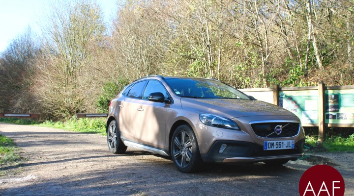 essai volvo v40 cross country t5 4wd actu auto france. Black Bedroom Furniture Sets. Home Design Ideas
